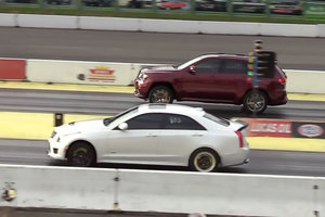 Jeep Grand Cherokee Trackhawk против Cadillac ATS-V: дрэг-гонка