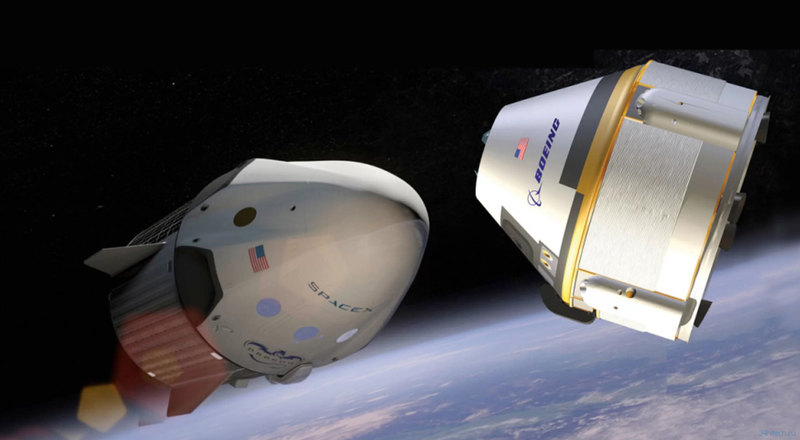 Корабли SpaceX Dragon 2 (слева) и Boeing Starliner (справа)
